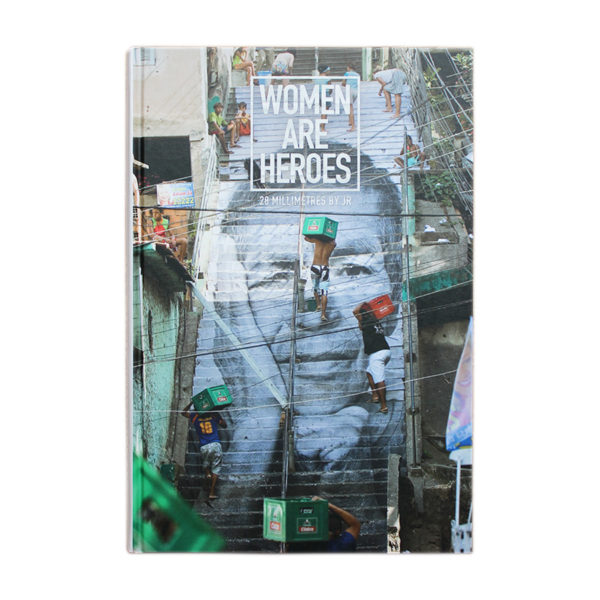 photo livre women are heroes jr